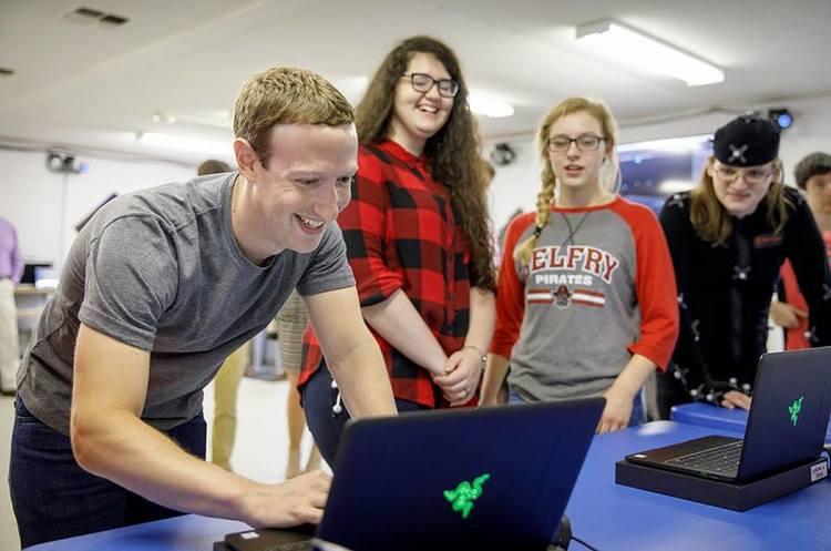 Facebook і Google дозволять своїм співробітникам працювати з дому до кінця 2020 року