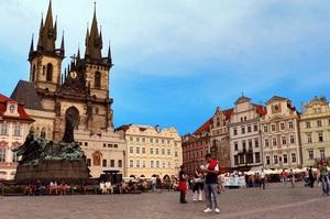 Чеські ЗМІ назвали ім'я російського дипломата, який перевозив рицин для отруєння мера Праги