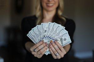 Жінкам належить третина світового багатства – дослідження