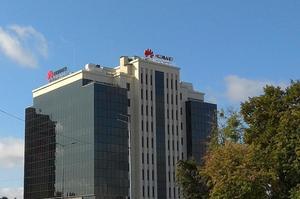 «Це зачепить понад 3 млрд людей у світі»: Huawei відповіла на нові санкції США