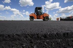 ОДА зможуть залучати фінансування для будівництва доріг місцевого значення під місцеві гарантії – Зеленський