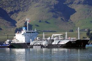 Експорт російської нафти у травні обвалився на чверть