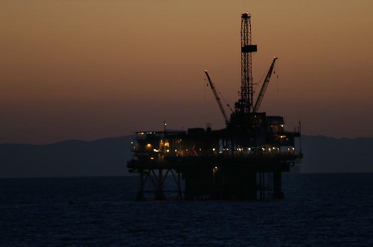 Ціни на нафту відкрили тиждень зростанням попри напруженість між США та КНР