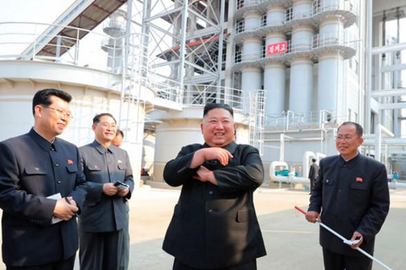 Кім Чен Ин живий: глава КНДР знову з'явився на публіці