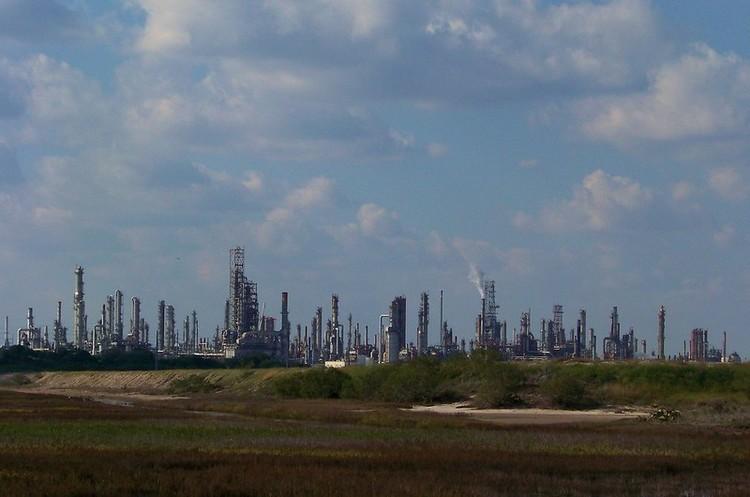 Криза на нафтовому ринку в РФ може спричинити зупинку російських НПЗ – експерти