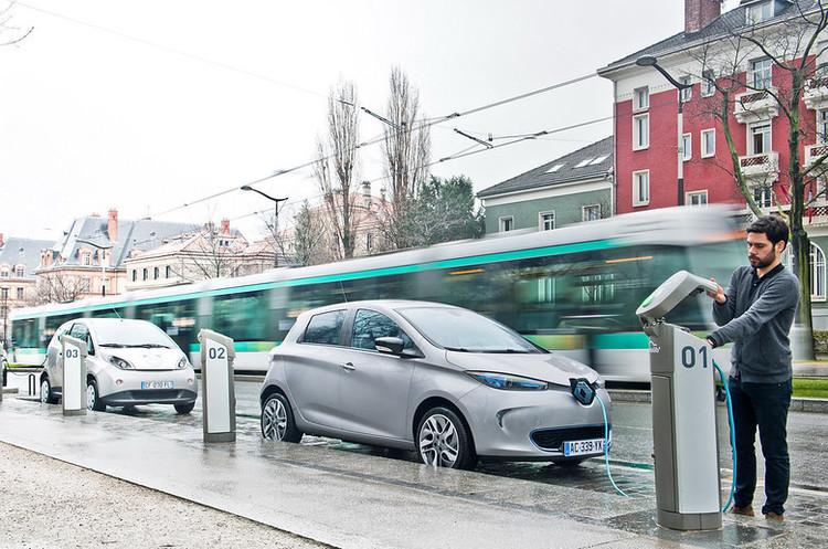 Франція виділить 8 млрд євро на підтримку свого автопрому