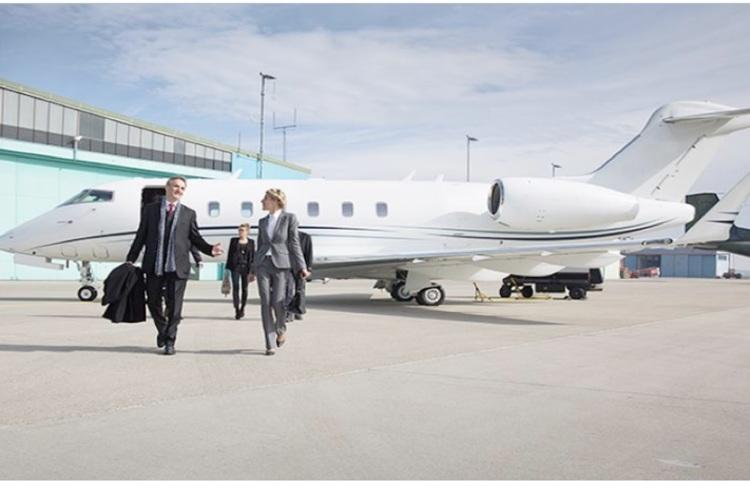 Багаті росіяни втікають з Росії в Європу бізнес-джетами, щоб перечекати коронавірус