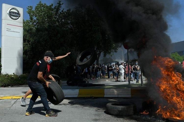 У Барселоні масові протести через закриття заводу Nissan