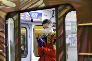 В киевском метро с 1 июня введут ограничения на вход для соблюдения дистанции