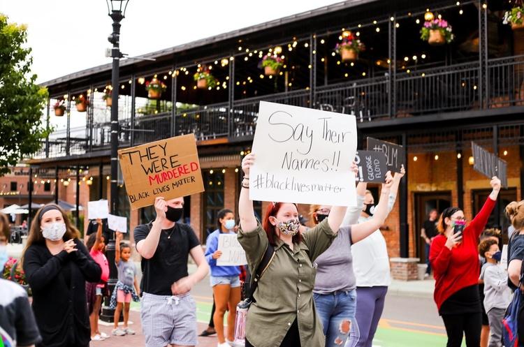 Американські компанії, які підтримали громадянські протести в США
