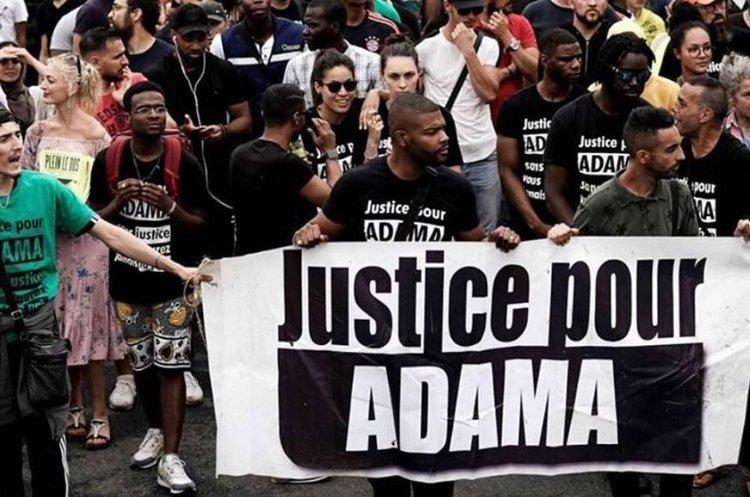 Слідом за США: в Парижі десятки тисяч людей вийшли на протест проти поліцейського насилля (ВІДЕО)