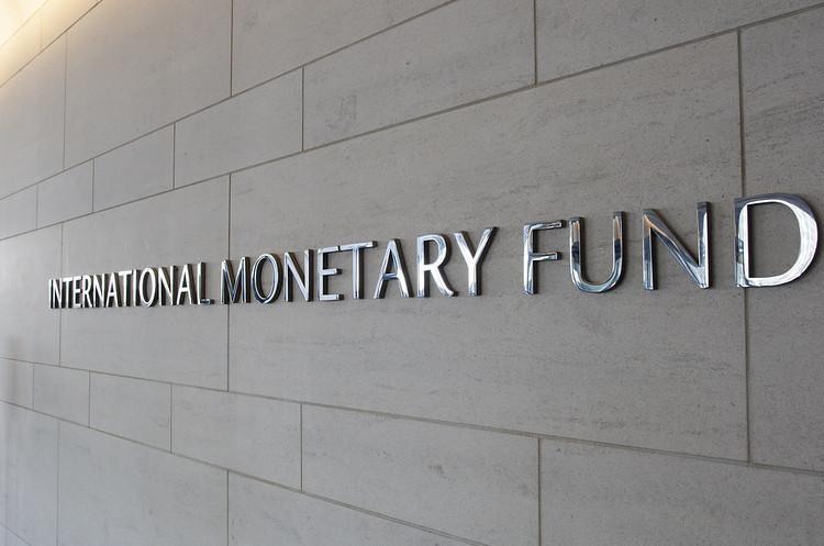Скасувати фіксований максимум щодо тарифів на газ та зарплат чиновників – проект меморандуму з МВФ