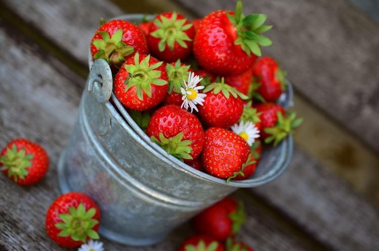 Ціни на фрукти та ягоди в Україні виросли до історичного рекорду