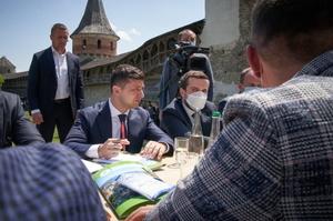 Зеленський ініціює лібералізацію візового режиму для іноземних туристів