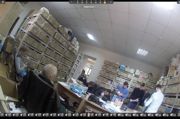 Податкова вчинила обшук у київському магазині техніки iLounge