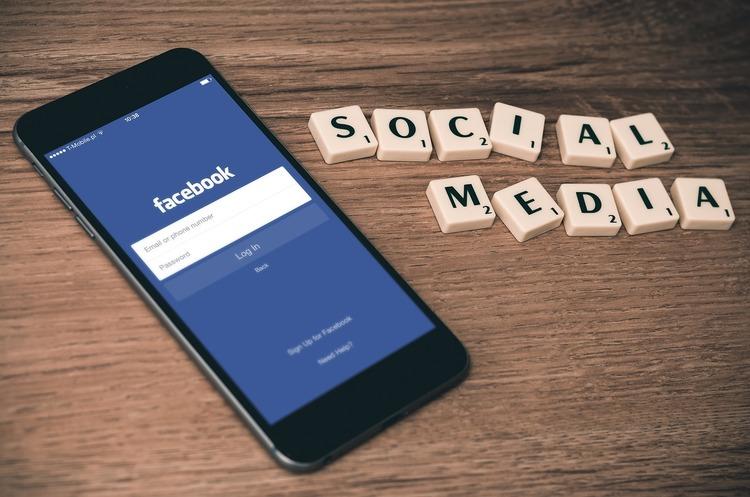 Facebook маркуватиме сторінки російських та китайських ЗМІ