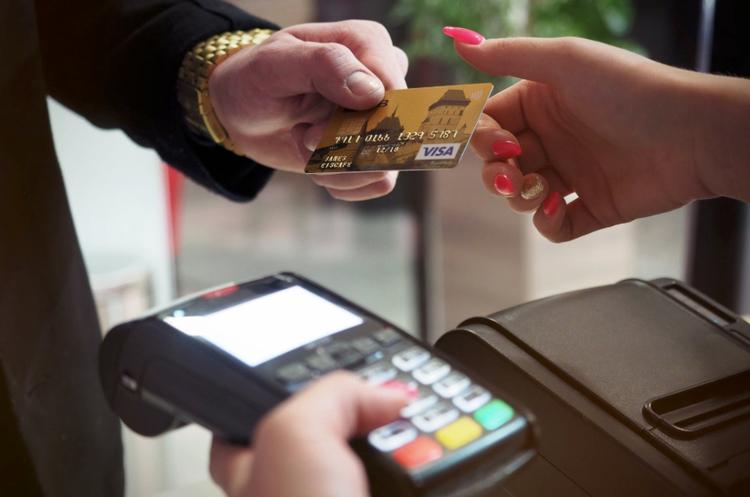 ПриватБанк запустил сервис выдачи наличных с карточек на кассах торговых заведений