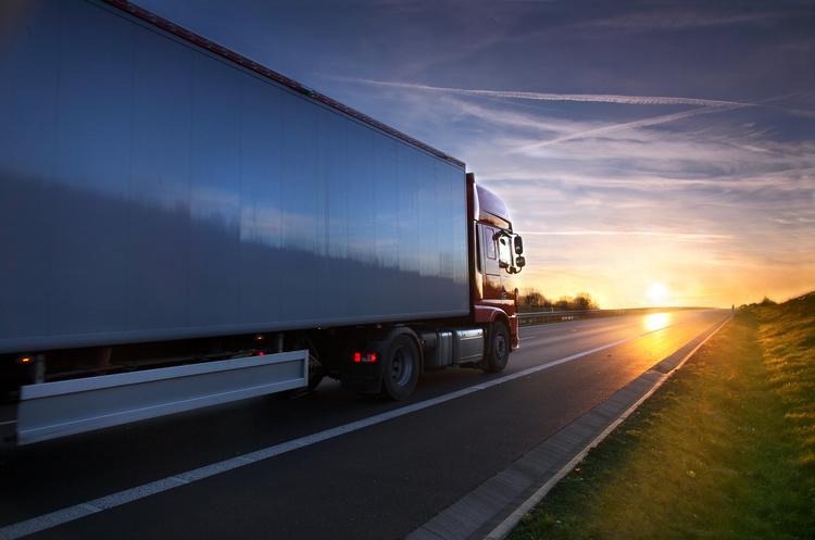 Уряд вирішив обмежити рух вантажівок у спеку