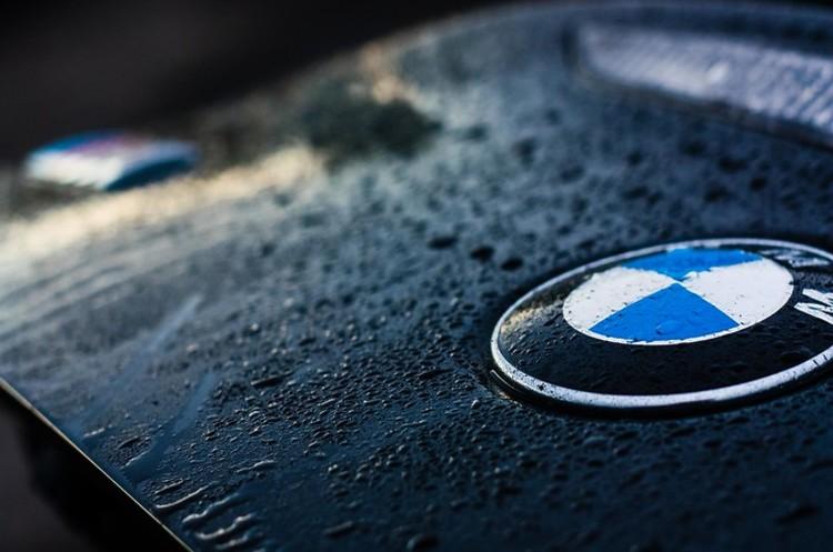BMW і Mercedes призупинили спільну роботу над технологіями для автономних авто