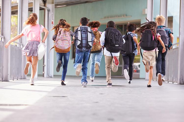 Школярі значно менше за дорослих поширюють коронавірус – дослідження