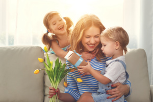 Головне – не розпестити: як правильно дарувати дитині подарунки
