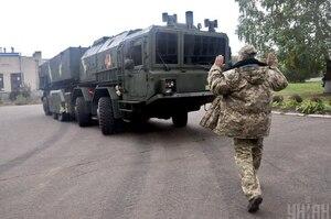 «Крепкие хозяйственники» и связи с РФ: кому Зеленский хочет поручить реформу «оборонки»