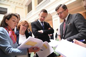 Угорщина й надалі блокуватиме засідання комісії Україна-НАТО – Сіярто