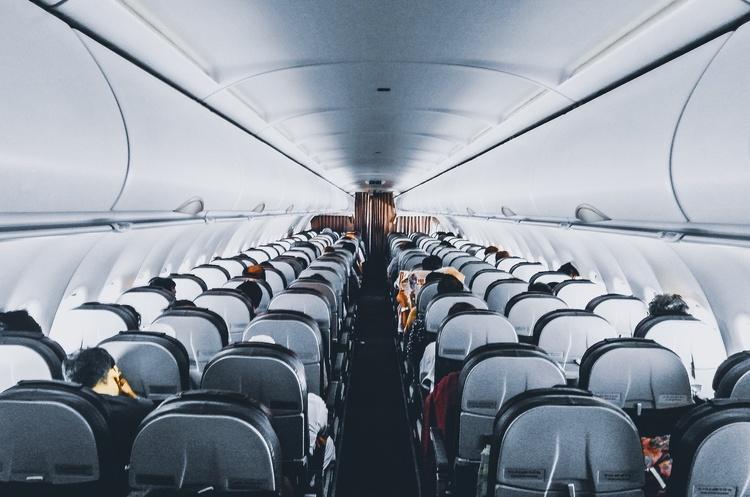 Польская LOT возобновила полеты в три украинских города