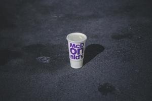 McDonald's в Україні повністю відмовляється від пластикових стаканів для напоїв