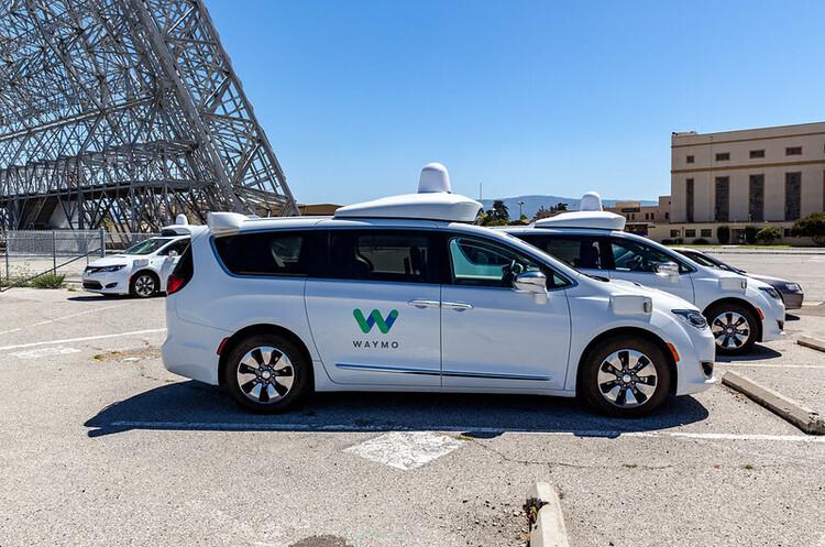 Waymo і Volvo домовились спільно працювати над автономними електрокарами