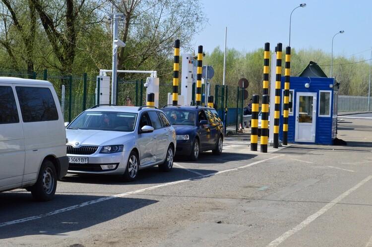 На кордоні з Угорщиною повністю запрацювали всі пункти пропуску