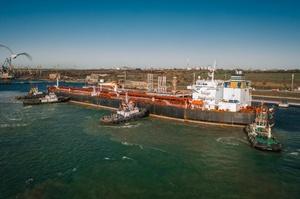 Укртранснафта розпочала розвантаження п'ятого танкера з нафтою для потреб Білорусі