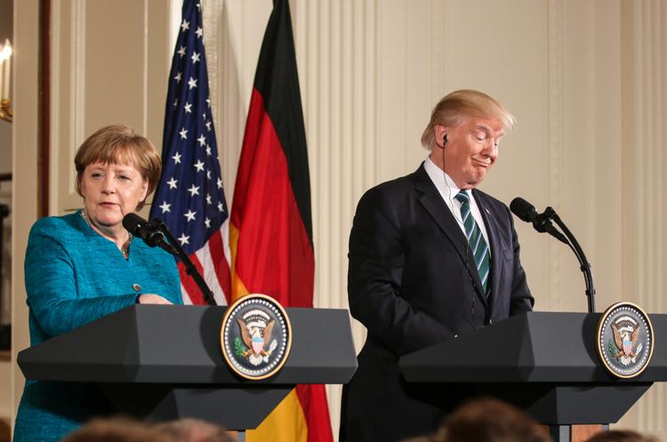 Трамп провів «дивну» розмову з Меркель, яку німецькі чиновники намагаються приховати