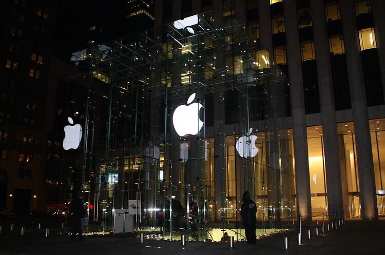 Apple повторно закриє 30 своїх магазинів у США