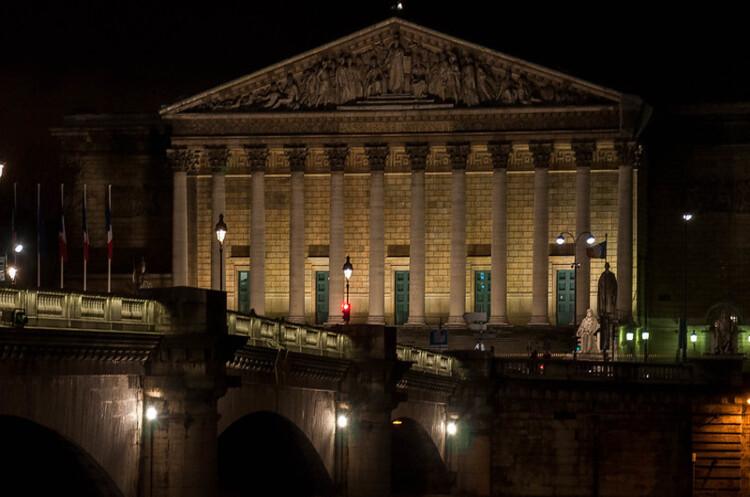 Французький уряд пішов у відставку повним складом
