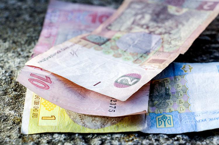 Проблема нестачі грошей вийшла в українців на перше місце – опитування Info Sapiens