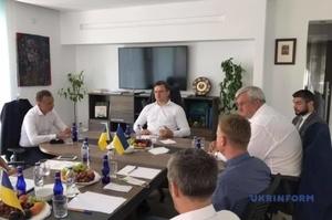 Дмитро Кулеба зустрівся з українськими бізнесменами в Туреччині