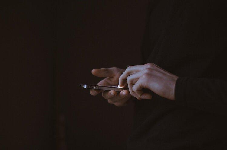 Мобільний вилучили під час обшуку? Поради адвоката
