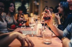 Ресторанам і кінотеатрам столиці дозволили працювати після 22:00