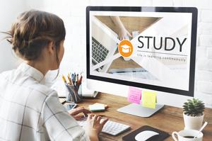Влада США видворить з країни іноземних студентів, які навчаються онлайн