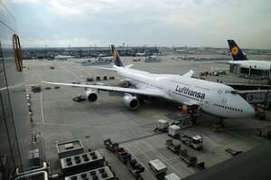 Lufthansa скоротить 20% керівництва компанії
