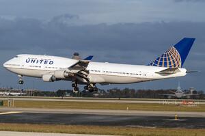 United Airlines готується до скорочення 36 000 працівників