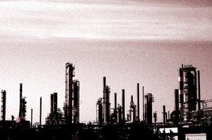 Ріст цін на нафту загрожує найбільшим світовим НПЗ