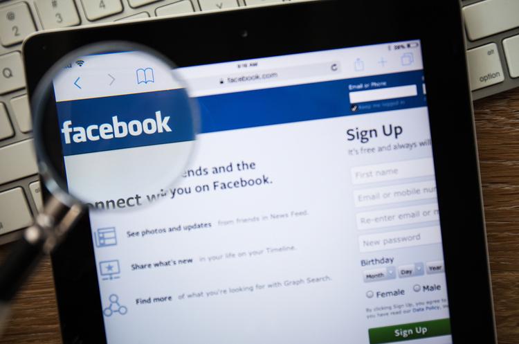 Facebook може заборонити політичну рекламу – Bloomberg