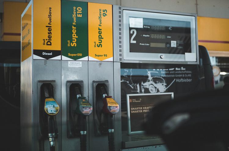 Бензин суттєво подешевшав порівняно з минулим роком – Держстат