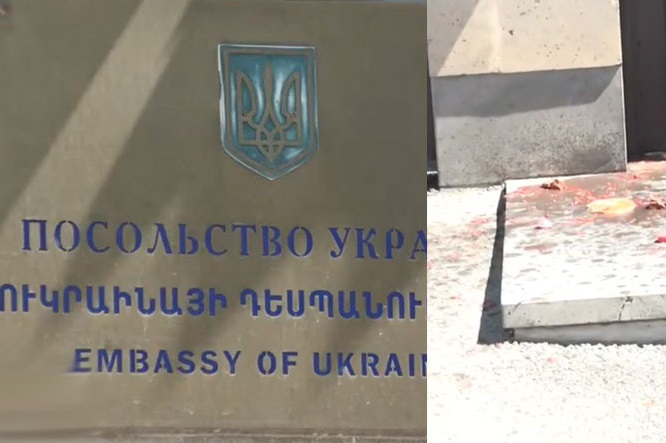 Протестувальники облили борщем посольство України у Вірменії