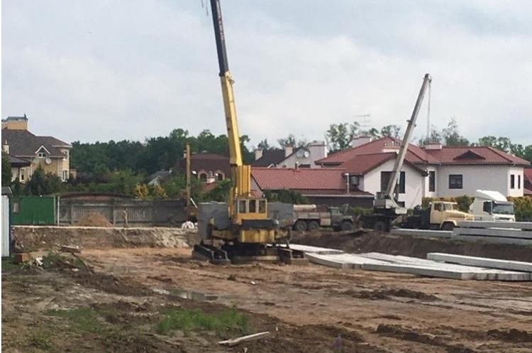 СБУ проводить обшуки в Академії наук через незаконне будівництво біля «Феофанії»