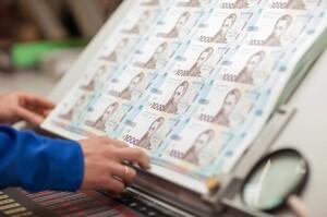 Уряд буде дотримуватися політики стійкої девальвації гривні – прогноз Mind