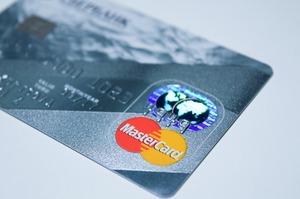 Mastercard змінить правила конвертації валют при оплаті картами в доларах і євро