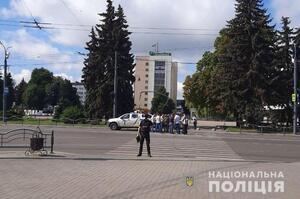 В Луцке мужчина со взрывчаткой захватил автобус с пассажирами